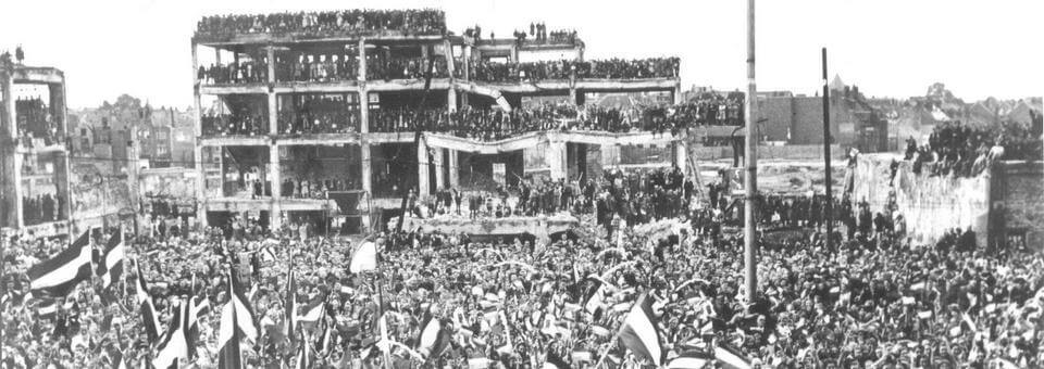 Grote Markt Nijmegen bevrijding 5 mei 1945 CC-BY-SA Jacques Trum Gewijzigd.