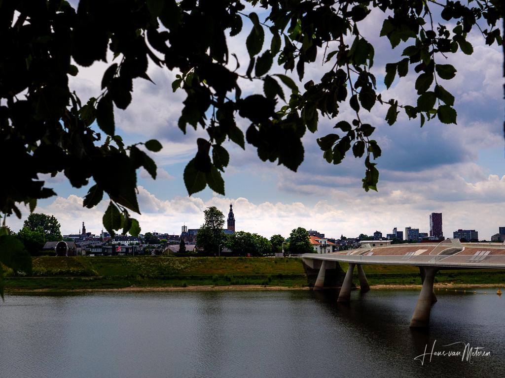 Panorama op Nijmegen en stadseiland vanaf de Lentse Warande