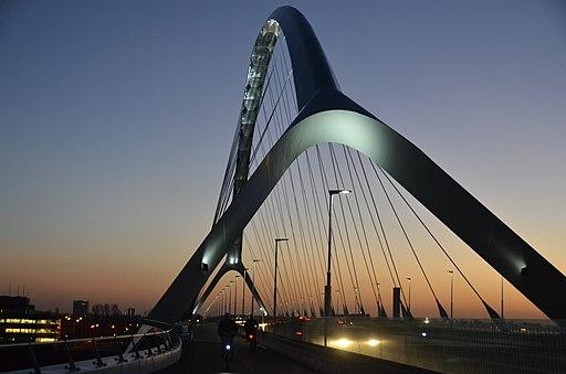 Stadsbrug de Oversteek Nijmegen Henk Monster [CC BY 3.0]